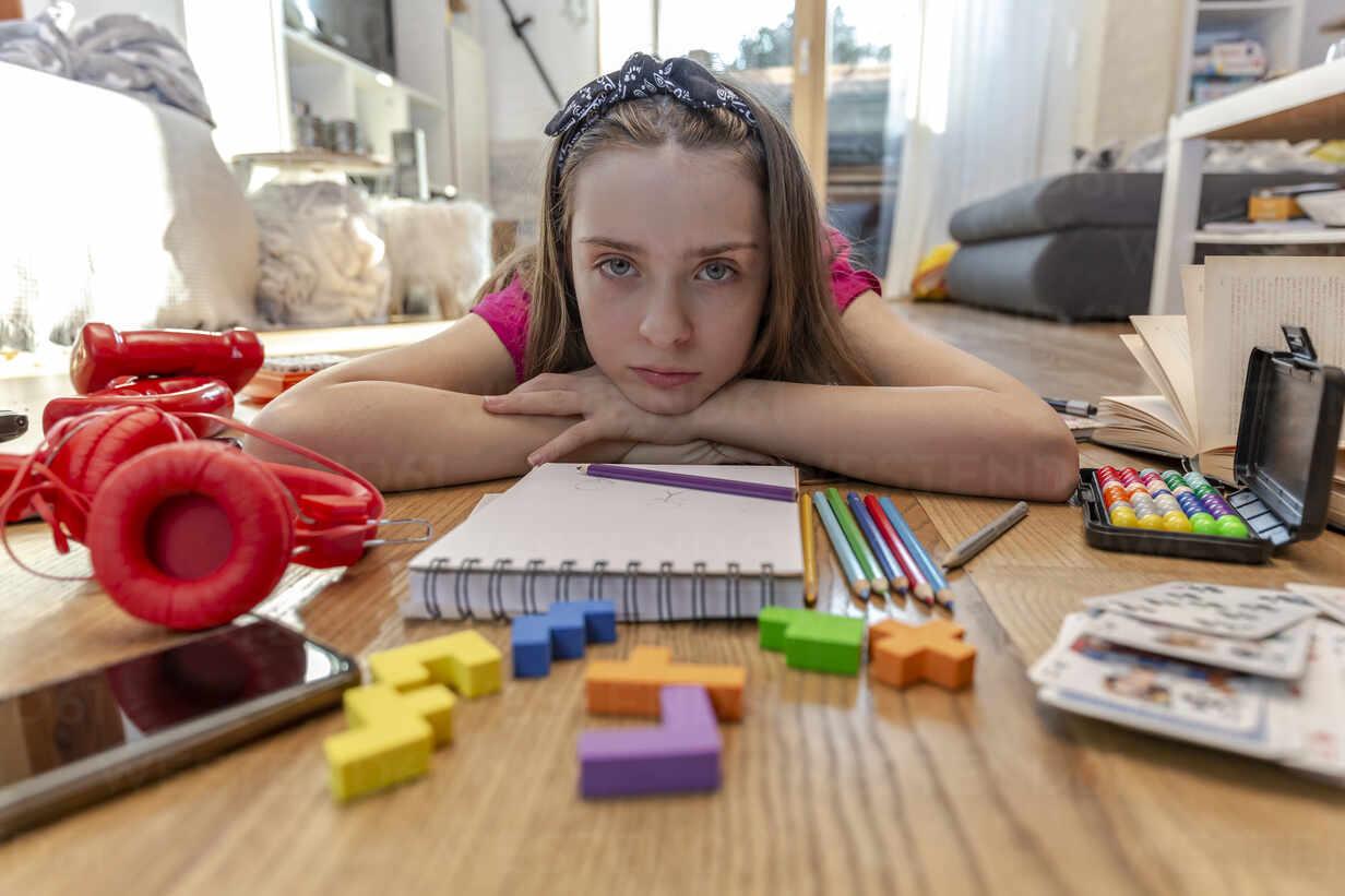 Bored girl lying on floor with play equipment - SARF04499 - Sandra Roesch/Westend61