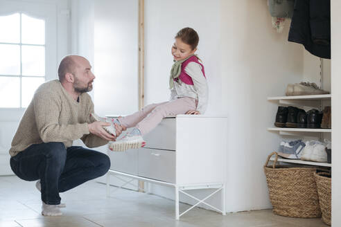 Father and daughter ironing together at home - VYF00111