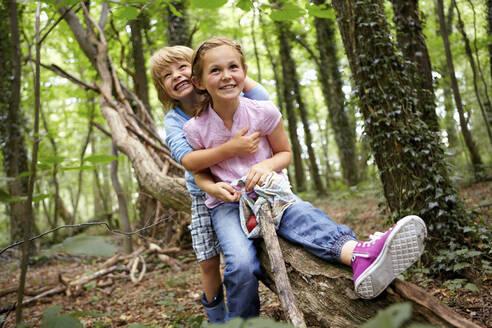 Children hugging in forest - AUF00193