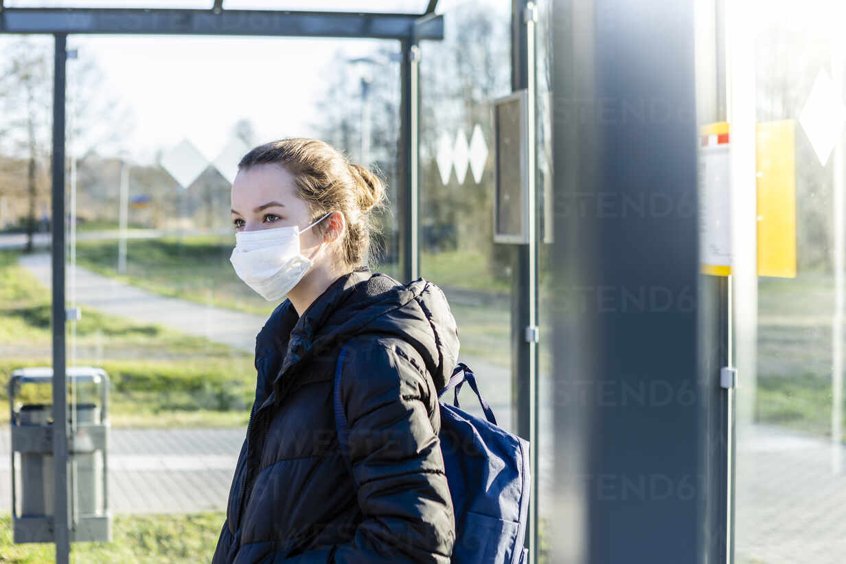 Portrait of a girl with mask waiting at bus stop - OJF00382 - Julia Otto/Westend61