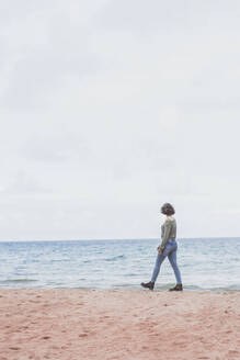 Young woman walking on the beach - FVSF00010
