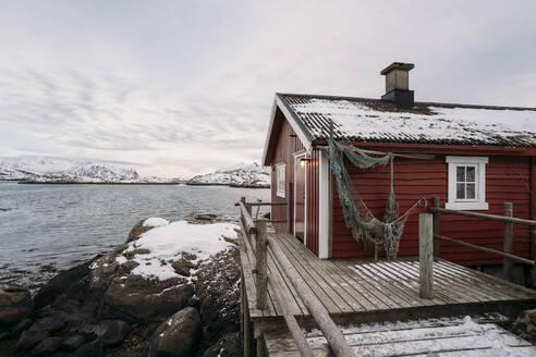 Fishing hut at the coast, Lofoten, Norway - MPPF00726