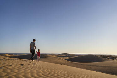 Father and daughter in sand dunes, Gran Canaria, Spain - DIGF09620