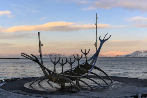 Iceland, Reykjavk, Sun Voyager sculpture at dusk - TOVF00150