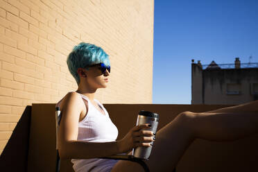Androgyne young woman with blue hair on the balcony - ERRF03423