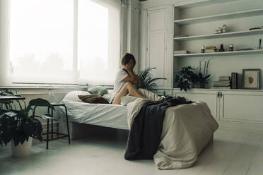 Woman waking up in the morning - ERRF03468