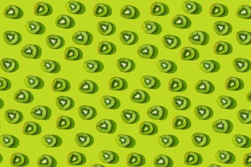 Kiwi fruit pattern on green background - GEMF03576
