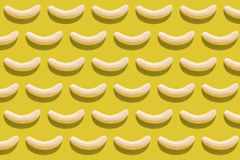 3D illustration of peeled bananas on yellow background - GEMF03594
