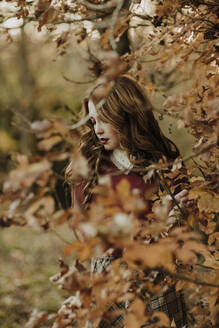Fashionable woman in autumnal nature - GMLF00079
