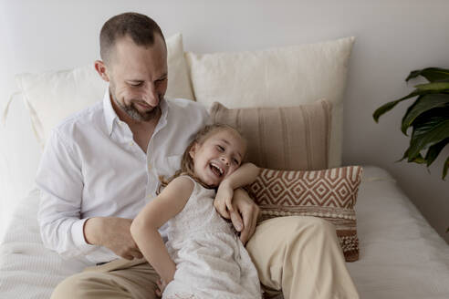 Father tickling his little daughter - GMLF00142