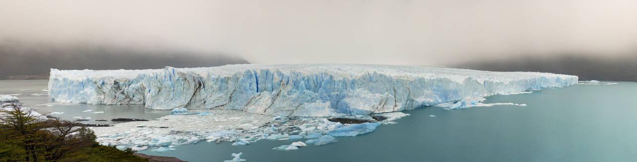 Panorama of Perito Moreno Glacier, El Calafate, Los Glaciares National Park, Patagonia, Argentina - LOMF01108