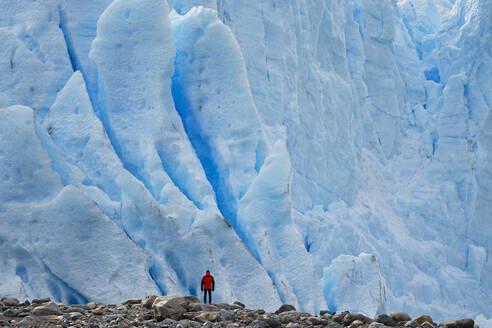 Man in front of Perito Moreno Glacier, El Calafate, Los Glaciares National Park, Patagonia, Argentina - LOMF01114