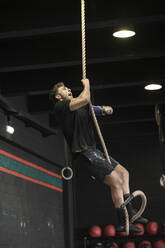Athlete with an amputated arm climbing rope - SNF00178