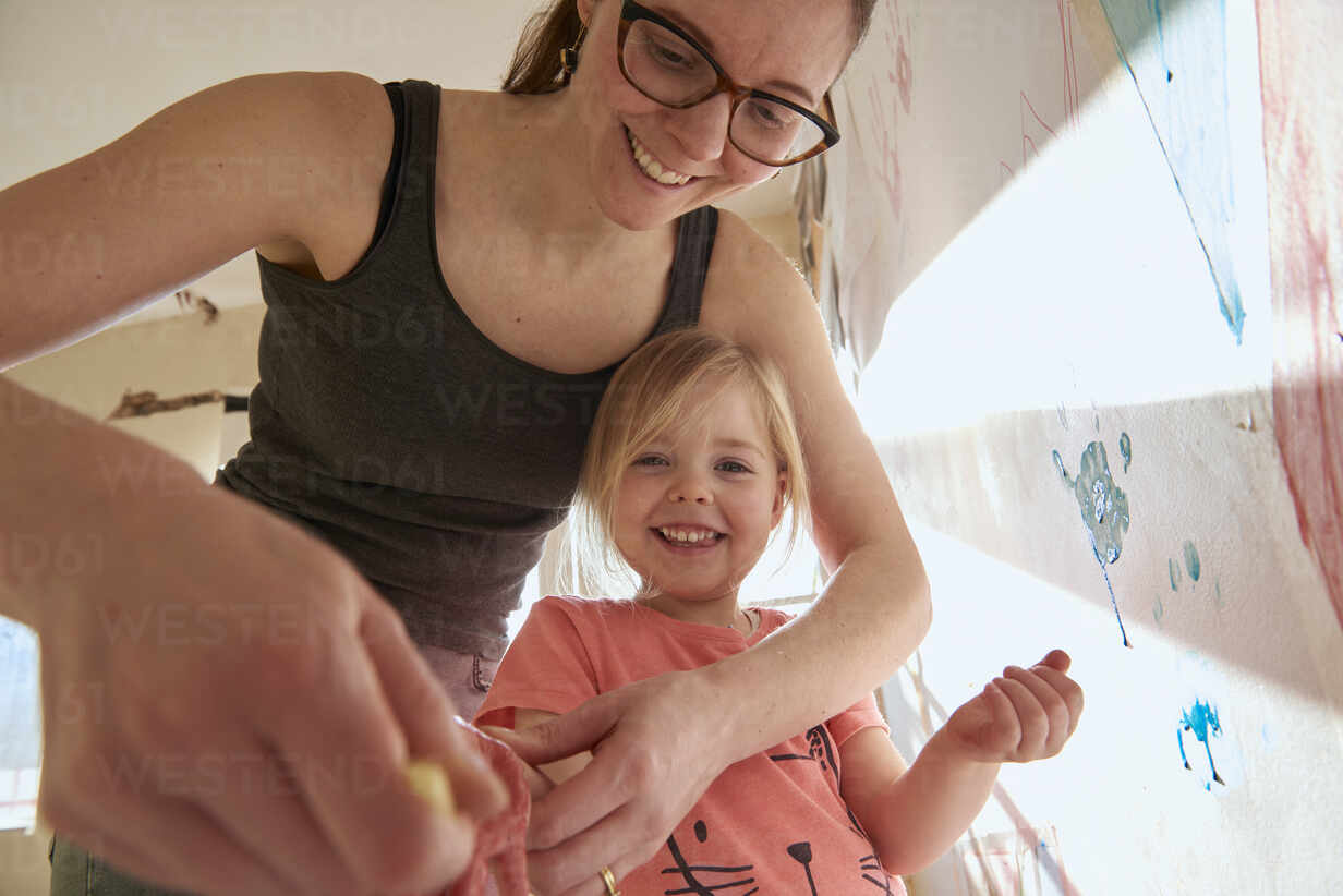 Smiling Woman And Girl Indoors During Corona Virus Crisis Doing Finger Painting Cuf55392 J J D Westend61