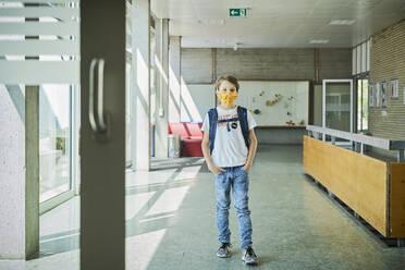 Boy wearing mask in school - DIKF00503