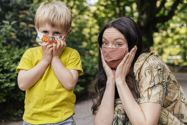 Portrait of mother and son wearing a face masks - MFF05747