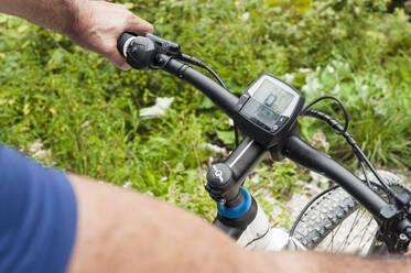 Senior man with e-bike, cyclometer - DIGF12142