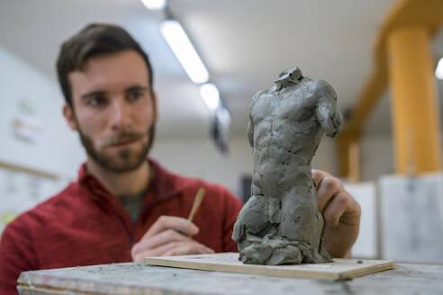 Student forming sculpture - FBAF01574