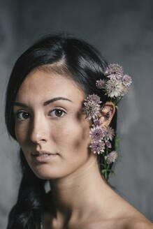 Beautiful young woman wearing flowers in hair - ALBF01235