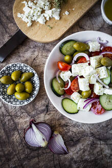 Bowl ofready-to-eatGreek salad and its ingredients - GIOF08374