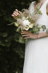 Young woman in elegant wedding dress holding bouquet - ALBF01272