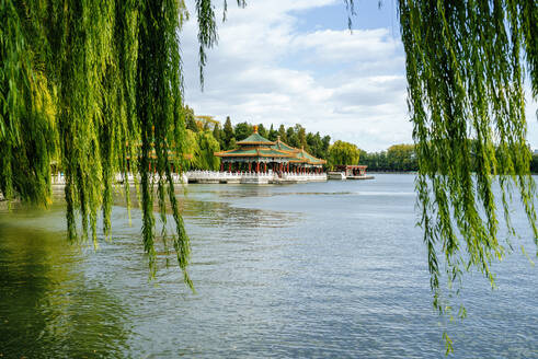 Scenic view of lake and temples against sky in Beihai Park, Beijing, China - KIJF03088
