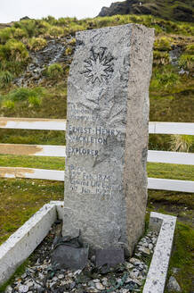 UK, South Georgia and South Sandwich Islands, Grytviken, Text on stone tombstone - RUNF03554