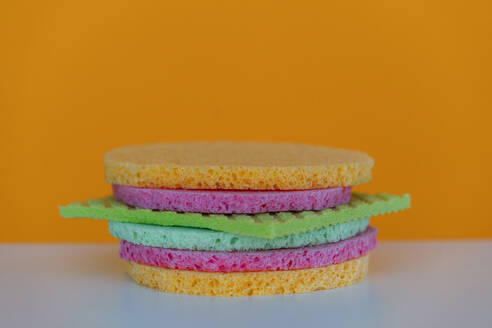 Cleaning sponges and sponge cloth in shape of a burger - KNSF08096