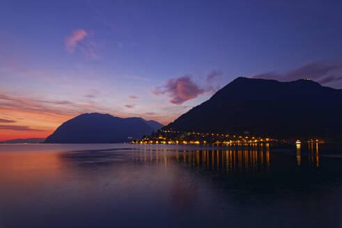 Italy, Lombardy, Sulzano, LakeIseoharbor at sunset - UMF00950