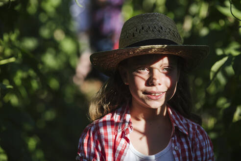 Smiling girl in garden - LJF01609