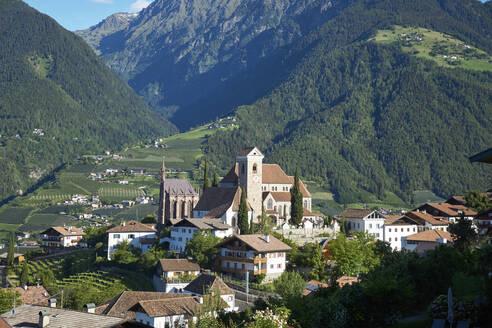 Italy, South Tyrol, Schenna, Mountain village in summer - BSCF00623