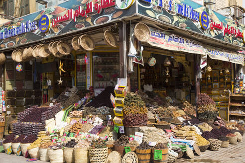 Spices for sale, Sharia el Souk (Bazaar), Aswan, Egypt, North Africa, Africa - RHPLF16056