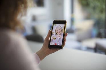 Senior women video chatting on smart phone screen - CAIF28751