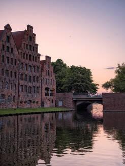 Germany, Schleswig-Holstein, Lubeck, Salzspeicher warehouses at dusk - HAMF00686