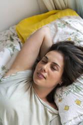 Woman relaxing in bedroom - AFVF06863