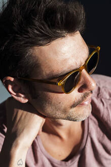 Close-up of cool mid adult man wearing sunglasses on sunny day - JMPF00259