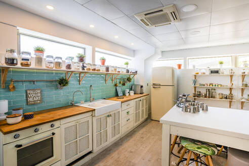 Interior of kitchen at cooking school - DLTSF00984