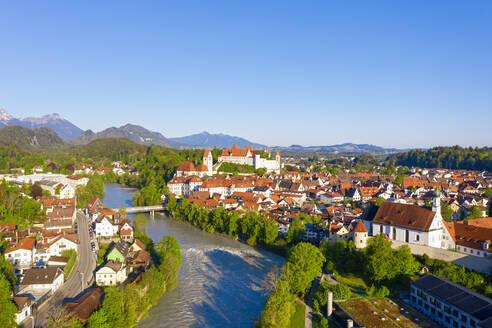 Fluss Lech, F�ssen, Drohnenaufnahme, Ostallg�u, Allg�u, Schwaben, Bayern, Deutschland - SIEF09975