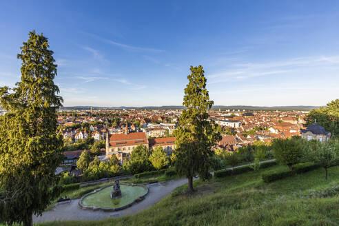 Deutschland, Bayern, Franken, Bamberg, Stadtansicht, Altstadt, Michaelsberger Garten, öffentlicher Park, Brunnen - WDF06163