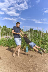 Father and daughter playing in garden - VEGF02685