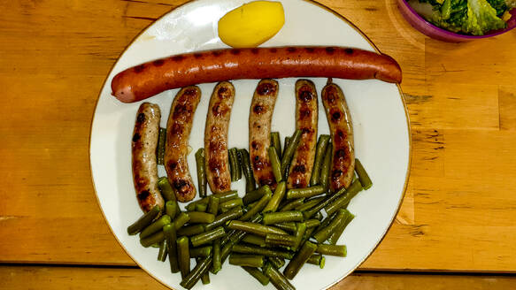 Plate of grilled sausages with green beans - BIGF00071