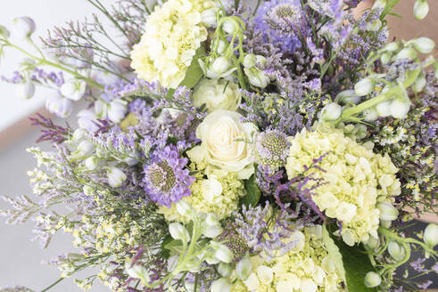 White and purple bouquet of summer flowers - DSIF00088