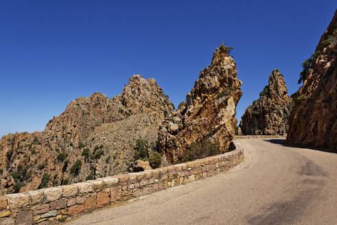 France, Corse-du-Sud, Piana, Road in Calanques de Piana - UMF00999