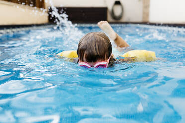 Little girl diving in swimming pool - JRFF04701