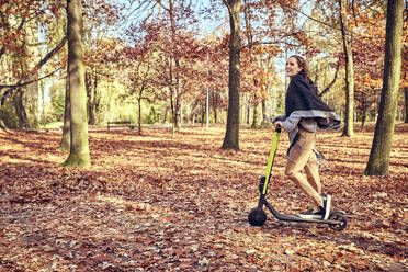Young woman jogging in autumn forest - BSZF01709