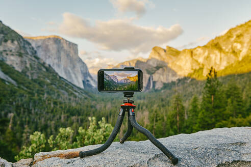 Phone taking picture of Yosemite National Park in northern California. - CAVF88736