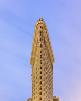 USA, New York, New York City, Flatiron Building against clear sky - AHF00086