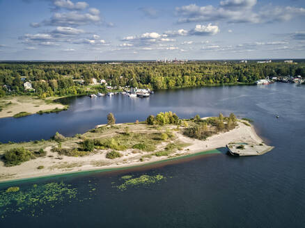 Scenic view of Volga River with algae and boats against sky on sunny day - KNTF05545