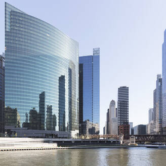 333 Wacker drive building on river Chicago, USA - AHF00182