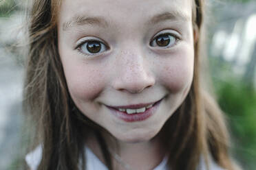 Smiling girl looking at camera - OGF00629